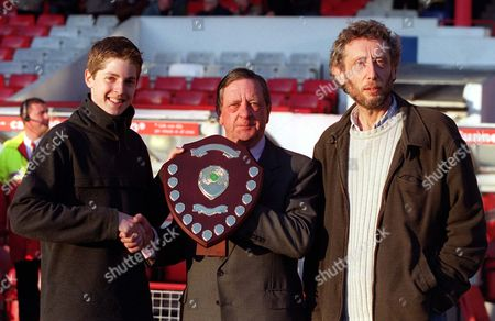 Arsenal Chairman Peter Hill-Wood presents an award to the Hockey player of the year Arsenal v West Ham United FA Premiership 2/5/00 Great Britain London