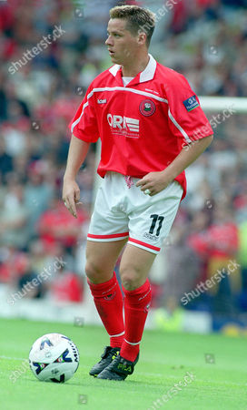 Stock Photo of Darren Barnard (Barnsley) Birmingham City v Barnsley Division 1 Play Off Semi Final 13/05/2000 Great Britain Birmingham