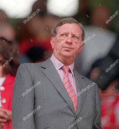 Peter Hill-Wood the Arsenal Chairman Arsenal v Charlton Athletic FA Premiership 26/8/00 Great Britain London