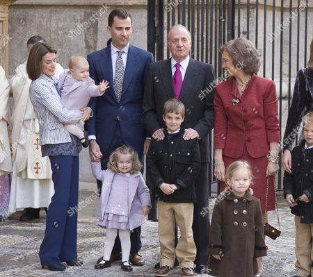 L-R Crown Princess Letizia, Crown Prince Felipe  with their daughters Princess Sofia and Princess Leonor, King Juan Carlos and Queen Sofia with grandchildren Prince Miguel (l), Princess Irene