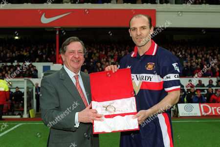 Ex-Arsenal player Steve Bould recieves a memento from Arsenal's Chairman Peter Hill-Wood Arsenal v Sunderland FA Premiership 15/01/2000 Great Britain London