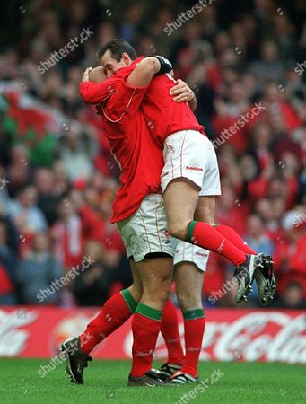 Craig Quinnell celebrates his try with Rob Howley Wales v France The Six Nations Championship The Millennium Stadium Cardiff 16/2/02 Great Britain Cardiff