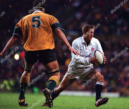 Jonny Wilkisnon (England) John Eales (Australia) England v Australia Twickenham 18/11/2000 Great Britain London