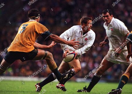 Jonny Wilkinson (England) John Eales (Australia) England v Australia Twickenham 18/11/2000 Great Britain London