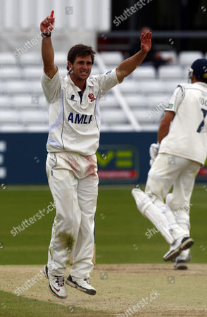 Cricket - County Championship Division One - Essex vs Kent ( 4th Day of 4 ) Ryan ten Doeschate of Essex County Cricket claims LBW on Simon Cook of Kent County Cricket not given at The Ford County Ground Chelmsford