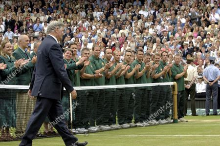 Alan Mills (Referee) is applaued by the Linesmen and Women as he goes to receive a momento on retiring after 22 years as the Wimbledon tournament Referee Mens singles Final 3/7/2005 Centre Court Wimbledon Tennis Championships 2005