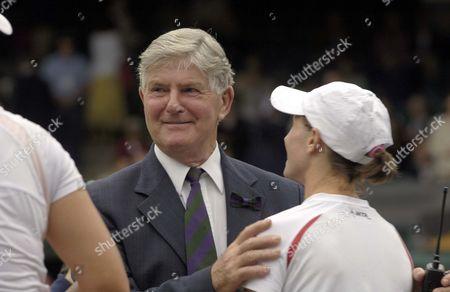 Alan Mills (Referee) congratulates Cara Black and Liezel Huber winners of the Ladies Doubles Final 3/7/2005 Centre Court Wimbledon Tennis Championships 2005