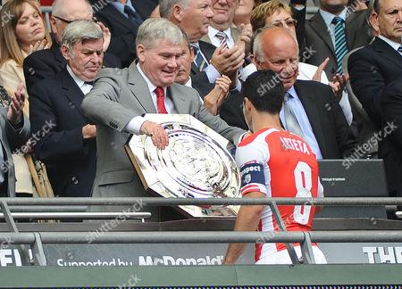 Football - 2014 FA Community Shield - Arsenal vs Manchester City Ex Arsenal player and coach Pat Rice presents the Shield to Captain Mikel Arteta at Wembley