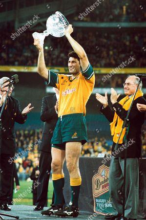 John Eales lifts the Tom Richards Trophy for Australia Australia v British Lions 3rd Test Stadium Australia Sydney New South Wales 14/07/2001 Australia Sydney