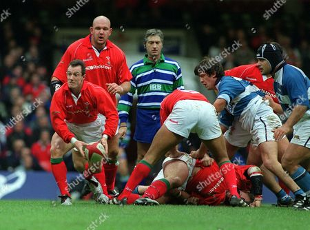 Rob Howley passes the ball watched by Craig Quinnell (Wales) Wales v Argentina Millennium Stadium Cardiff 10/11/01 Great Britain Cardiff