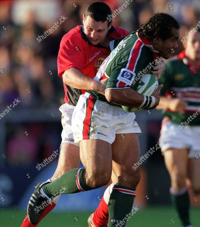 Freddie Tuilagi (Leicester) tackled by Stephen Jones (Llanelli) Leicester v Llanelli Heinken Cup 29/09/2001 Great Britain Leicester