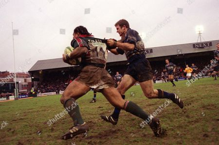 Freddie Tuilagi (Leicester) is caught by Gordon D'Arcy (Leinster) Leicester v Leinster European Cup 1/4 Final 27/1/2002 Great Britain Leicester