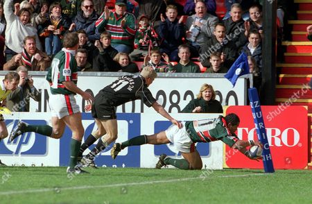 Freddie Tuilagi touches down to score a try for Leicester Leicester Tigers v Newcastle Falcon The Premiership 13/4/02 Great Britain Leicester