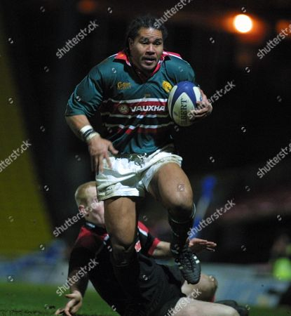 Freddie Tuilagi gets away from Tom Shanklin to score the 6th Leicester Try Saracens v Leicester 9/02/2002 Great Britain London