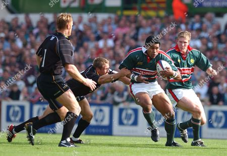 Freddie Tuilagi (Leicester) tackled by Jonny Wilkinson (Newcastle) Leicester v Newcastle Falcons 21/09/2002 Great Britain Leicester