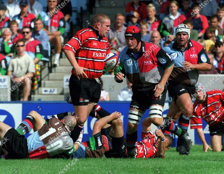 Phil Vickery (Gloucester) runs at Alex Codling (Quins) as Paul Burke (Quins) grabs his leg Harlequins v Gloucester The Premiership 31/8/02 Great Britain London