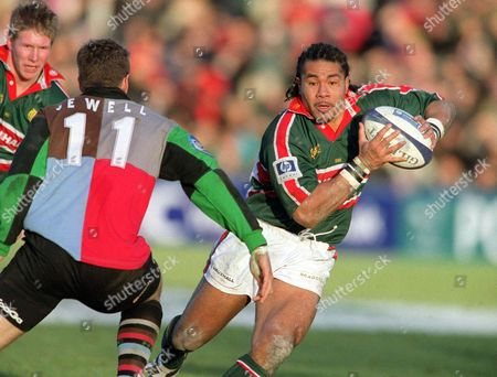 Freddie Tuilagi (Leicester) runs at Rob Jewell (Harlequins) Harlequins v Leicester The Powergen Cup 1/4 Final 19/1/02 Great Britain London