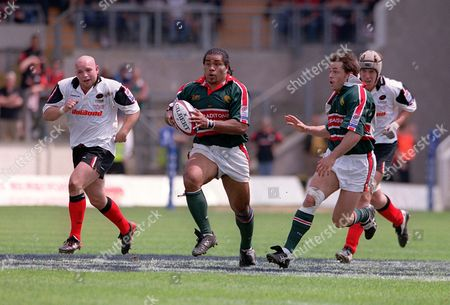 Freddie Tuilagi (Leicester) runs away from Matt Cairns (Saracens left) Leicester v Saracens Zurich Wildcard PlayOff Final Franklins Gardens Northampton 31/05/2003