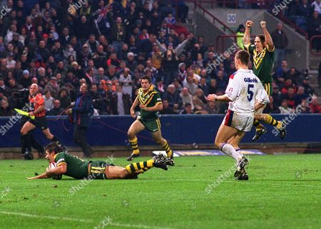Stock Image of Luke Ricketson (Aus) goes over to score the winning try Great Britain v Australia 3rd test at Huddersfield 22/11/2003 Rugby League