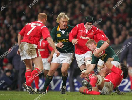 Michael Claassensgets ( South Africa ) caught by Colin Charvis ( Wales) Wales v South Africa 19/11/2005 Invesco perpetual Series 2005 at Millennium Stadium