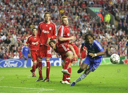 JOHN ARNE RIISE PETER CROUCH ( LIVERPOOL ) DIDIER DROGBA ( CHELSEA ) Liverpool v Chelsea 01/5/2007 Champions League SEMI-FINAL Final 2nd Leg ENGLAND LIVERPOOL