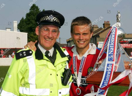 Danny Foster ( dagenham ) with Friendly Police man DAGENHAM and REDBRIDGE v GRAVENEND NATIONWIDE CONFERENCE AT GLYN HOPKIN STADIUM 28/04/2007 ENGLAND LONDON