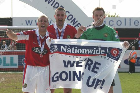 LEFT TO RIGHT DANNY FOSTER TIM COLE TONY ROBERTS ( DAGENHAM ) WITH TROPHY DAGENHAM and REDBRIDGE v GRAVENEND NATIONWIDE CONFERENCE AT GLYN HOPKIN STADIUM 28/04/2007 ENGLAND LONDON