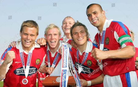 LEFT TO RIGHT:-DANNY FOSTER GLEN SOUTHAM SCOTT GRIFFITHS SAM SAUNDERS ANWAR UDDIN ( DAGENHAM ) DAGENHAM and REDBRIDGE v GRAVENEND NATIONWIDE CONFERENCE AT GLYN HOPKIN STADIUM 28/04/2007 ENGLAND LONDON