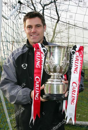 STEVE TILSON WITH THE CARLING CUP at the training Ground Boots and Lacies SOUTHEND ON SEA