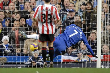Andriy Schevchenko (Chelsea) puts the ball into an empty net for the first goal Chelsea Vs Sunderland Barclays Premier League Stamford Bridge 08/12/2007