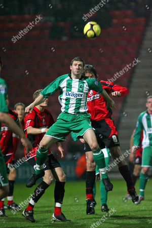 Antony Hume (Blyth Spartans) out jumps Darren Anderton (Bournemouth) AFC Bournemouth vs Blyth Spartans at Dean Court Bournemouth FA Cup sponsored by E ON 2nd Round 29/11/2008 England London