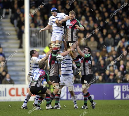 Guinness Premiership Round 8 Harlequins vs Bath Rugby Twickenham Stoop England 30 11 08 Chris Robshaw ( Harlequins ) wins the lineout and passes to Andy Gomarsall ( Harlequins )  England London
