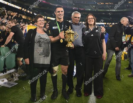 Rugby Union - 2015 Rugby World Cup - Final: New Zealand vs Australia Dan Carter of New Zealand celebrates with the Webb Ellis Cup trophy and his family at Twickenham Mum Bev father Neville and sister Sarah