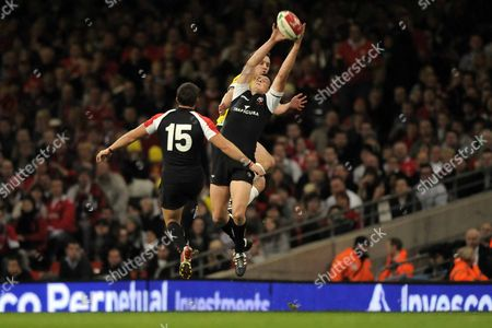 Ciaran Hearn (Canada and Baymen) stretches to catch as James Pritchard (Canada and Bedford 15) also jumps Mark Jones (Wales and Scarlets) is hidden behind Wales Vs Canada Autumn International Friendly The Invesco Perpetual Series Millennium Stadium Cardiff 14/11/08