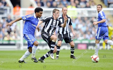 Barclays Premier league Newcastle United vs Chelsea Ryan Taylor (Newcastle) tries to stop a Florent Malouda (Chelsea) pass 04/04/2009 England Newcastle