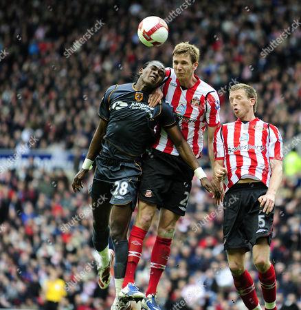 Barclays Premier League Sunderland vs Hull City Calum Davenport (Sunderland) beats Manucho to the ball 18/04/2009 England Sunderland