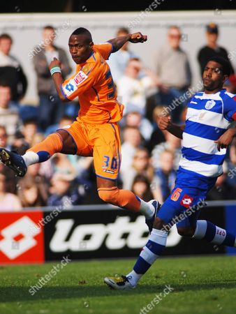 Akpo Sodje (Sheffield Wednesday) Gavin Mahon (QPR) Queens Park Rangers v Sheffield Wednesday 13/04/2009 :