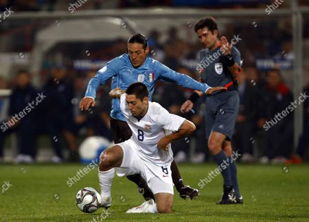 Clint Dempsey of USA and Fulham Mauro Camoranesi of Italy and Juventus FIFA Confederations Cup South Africa 2009 United States of America v Italy at Loftus Versfeld Stadium Tshwane/Pretoria South Africa 15/06/2009