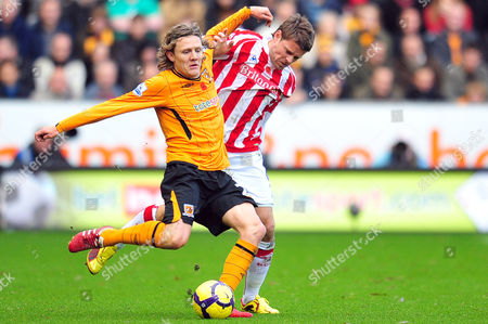 Football Barclays Premier League Hull City vs Stoke City at KC Stadium Jimmy Bullard (Hull) in his first game back and James Beattie (Stoke City) 08/11/2009