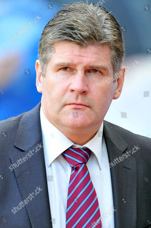 Football-Barclays Premier League Sunderland vs Burnley at the Stadium of Light Brian Laws (Burnley manager)