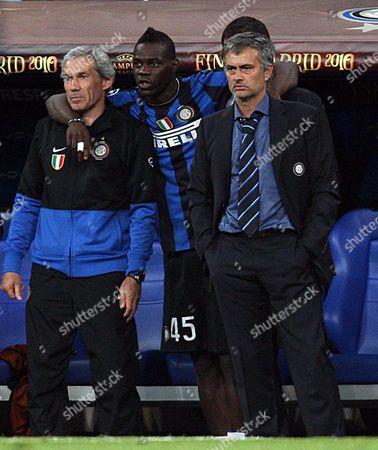 Football - Champions League Final - Bayern Munich vs Inter Milan Inter Milan Coach Jose Mourinho with Mario Balotelli