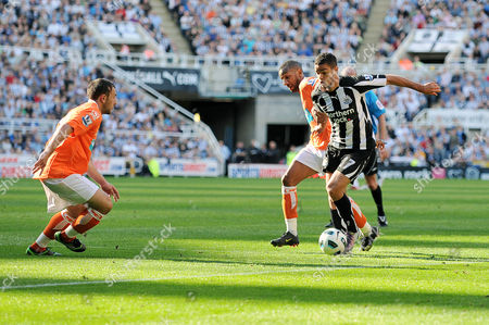 Football - Barclays Premier League - Newcastle United vs Blackpool Hatem Ben Arfa (Newcastle United) and Elliot Grandin (Blackpool) battle for the ball at St James' Park