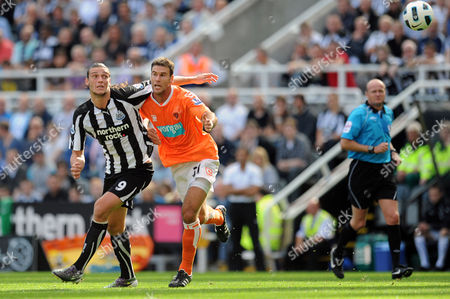Football - Barclays Premier League - Newcastle United vs Blackpool Andrew Carroll (Newcastle United) and Dekel Keinan (Blackpool) battle for the ball at St James' Park