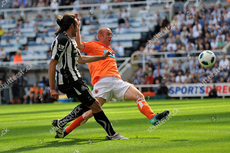 Football - Barclays Premier League - Newcastle United vs Blackpool Keith Southern (Blackpool) can't stop the cross from Jonas Gutierrez (Newcastle United) at St James' Park