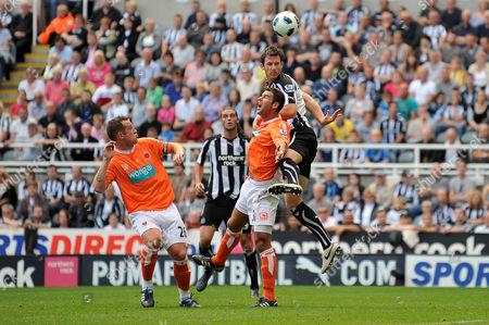 Football - Barclays Premier League - Newcastle United vs Blackpool Mike Williamson (Newcastle United) gets above Dekel Keinan (Blackpool) at St James' Park