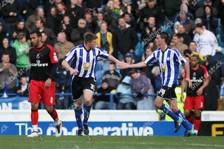 Football - League One - Sheffield Wednesday vs AFC Bournemouth Wednesday's Neil Mellor celebrates with team mate Darren Potter at Hillsborough