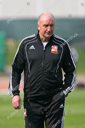 Football - League One - Brighton & Hove Albion vs Swindon Town Swindon Town Manager Paul Hart