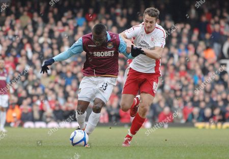 Football - FA Cup Fourth Round - West Ham United vs Nottingham Forest 30/01/2011 Chris Cohen (Forest) Victor Obinna (WHU)