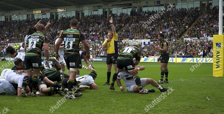 Aviva Premiership Rugby Round 22 Hendre Fourie of Leeds Carnegie scores the first try during the Northampton Saints and Leeds Carnegie at Franklin's Gardens Northampton England on 7 May 2011 England Northampton