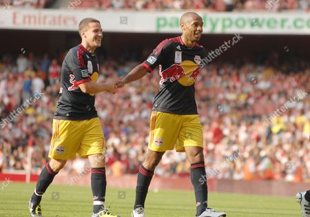 Football - Emirates Cup - Arsenal vs New York Red Bulls 31/07/2011 Thierry Henry (NY Bulls) celebrates their winning goal with John Rooney